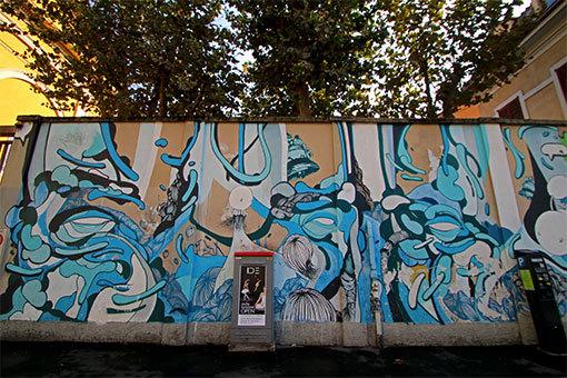ティート・ミンニティ広場の青い壁画