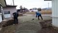 砕石の敷き均し作業