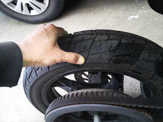 バイクのタイヤ (13)