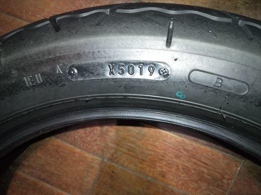 バイクのタイヤ (6)