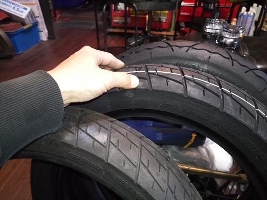 バイクのタイヤ (11)