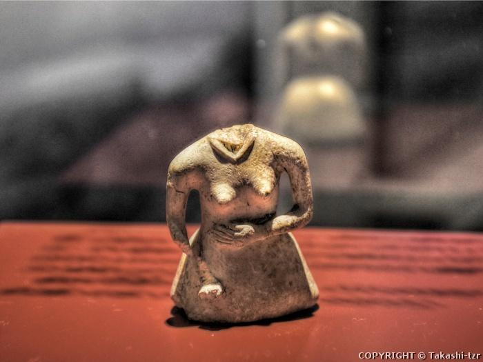 女性像(北海道立北方民族博物館蔵)
