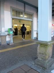 191202_00駅入り口