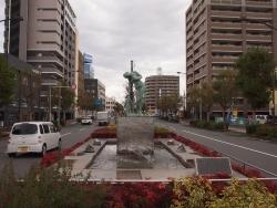 191203_25中央分離帯の彫刻
