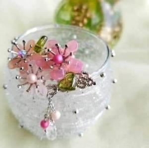 写真 春色flowerのブローチ 正方形