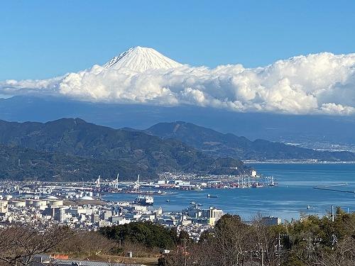 駿河湾を下に見ての富士山