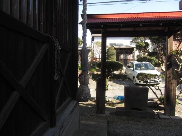 戎社と上杉龍若丸墓