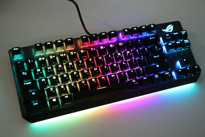 ASUS_ROG_Strix_Scope_TKL_07.jpg