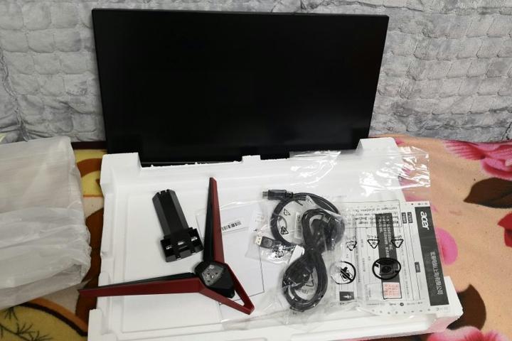 Acer_VG240YSbmiipx_03.jpg