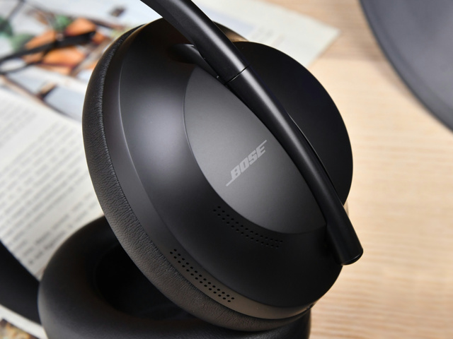 Bose_NOISE_CANCELLING_HEADPHONES_700_04.jpg