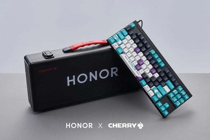 CHERRY_HONOR_Mechanical_Keyboard_01.jpg