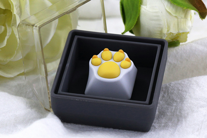 Cat_Paw_KeyCap_Yellow_02.jpg
