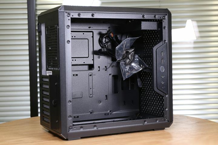 Cooler_Master_MasterBox_Q500L_08.jpg