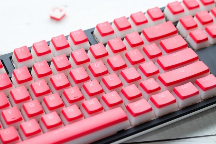Ducky_Pantone_Color_Keycaps_02.jpg