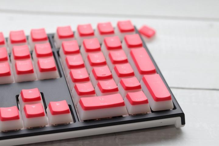 Ducky_Pantone_Color_Keycaps_03.jpg