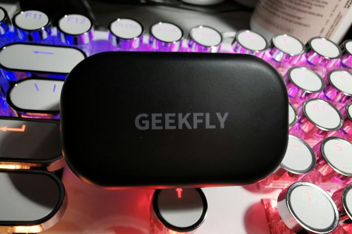 GEEKFLY_GF8_03.jpg