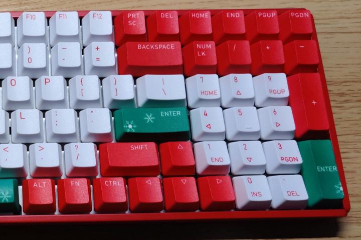 IQUNIX_F96_Christmas_04.jpg