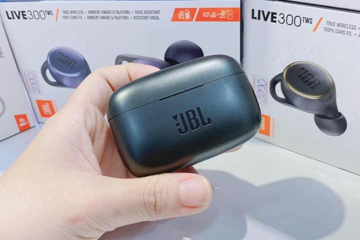 JBL_LIVE_300TWS_02.jpg