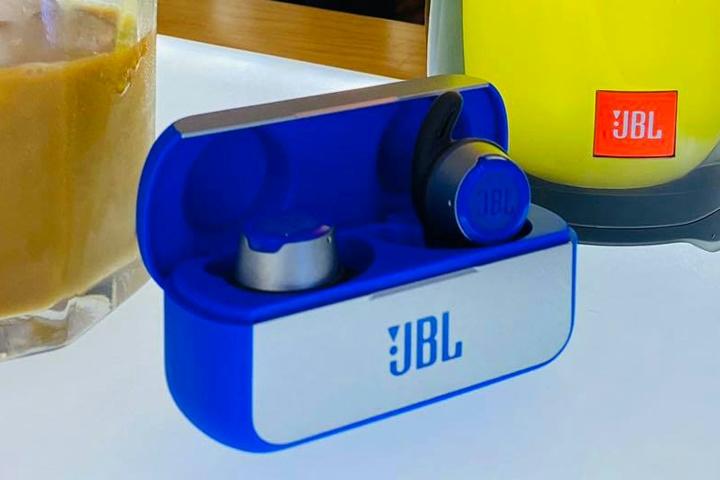 JBL_REFLECT_FLOW_Sale_04.jpg