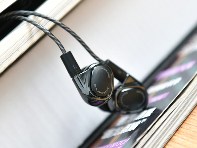 Mi_Quad_Driver_In-Ear_Headphones_01.jpg