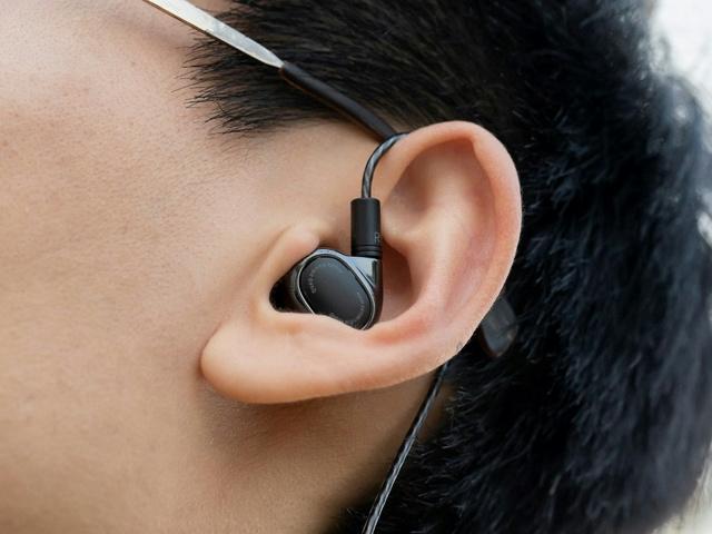 Mi_Quad_Driver_In-Ear_Headphones_10.jpg