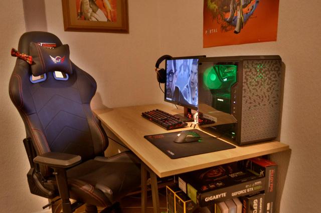PC_Desk_171_07.jpg
