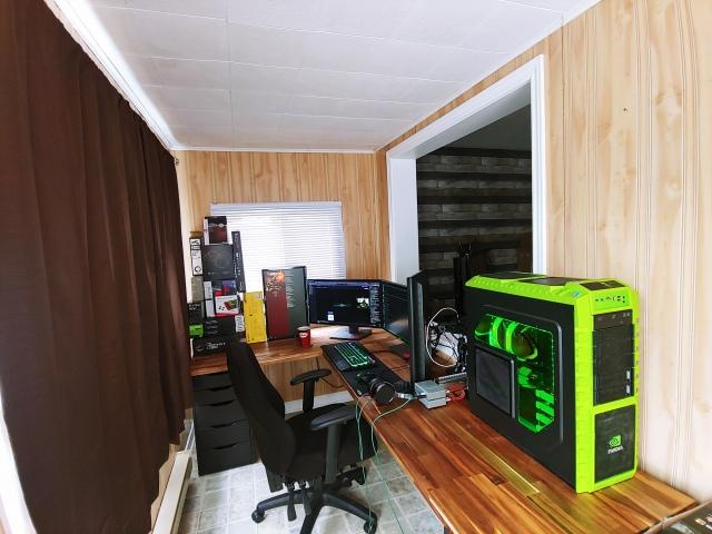 PC_Desk_171_14.jpg