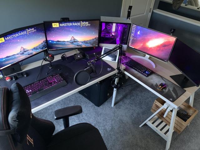 PC_Desk_171_18.jpg