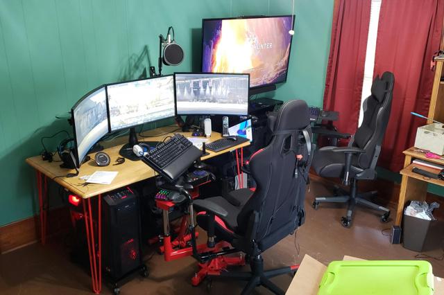 PC_Desk_171_21.jpg