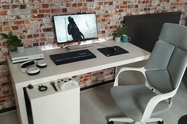PC_Desk_171_27.jpg