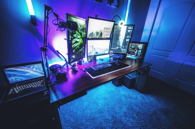 PC_Desk_171_83.jpg