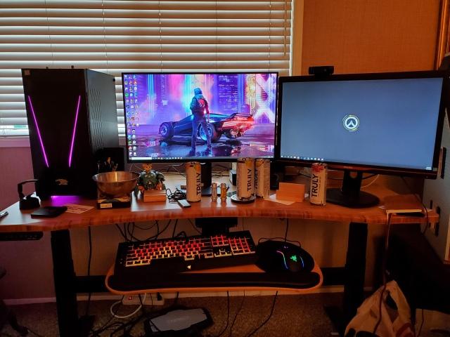 PC_Desk_172_08.jpg