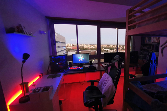 PC_Desk_172_13.jpg