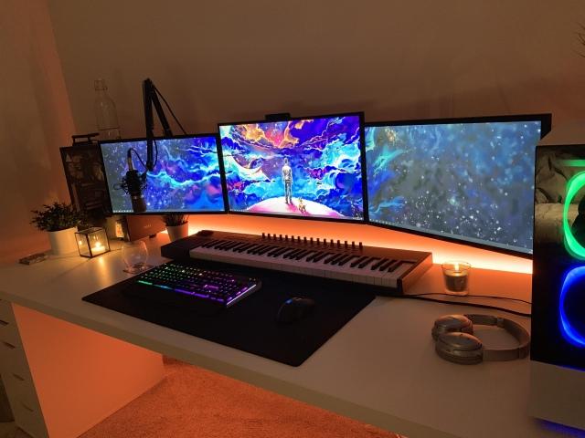 PC_Desk_172_17.jpg