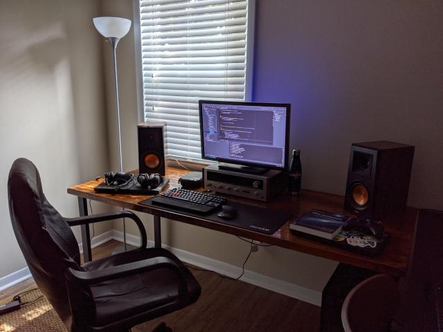 PC_Desk_172_19.jpg