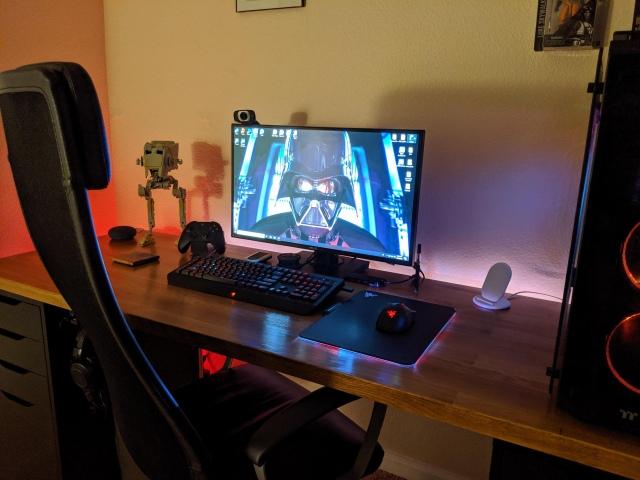 PC_Desk_172_35.jpg