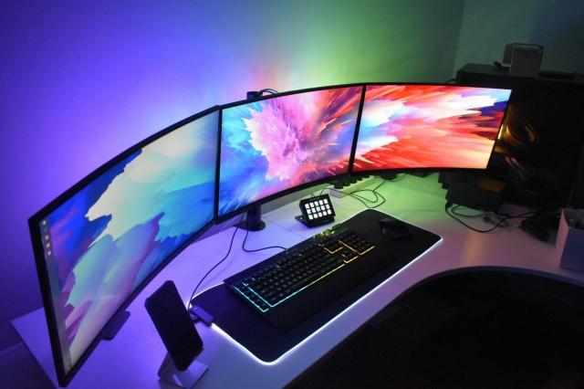 PC_Desk_172_42.jpg
