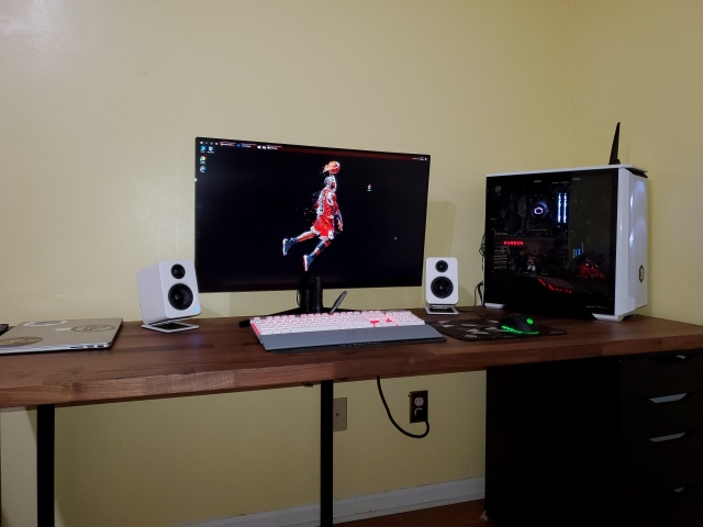 PC_Desk_172_73.jpg