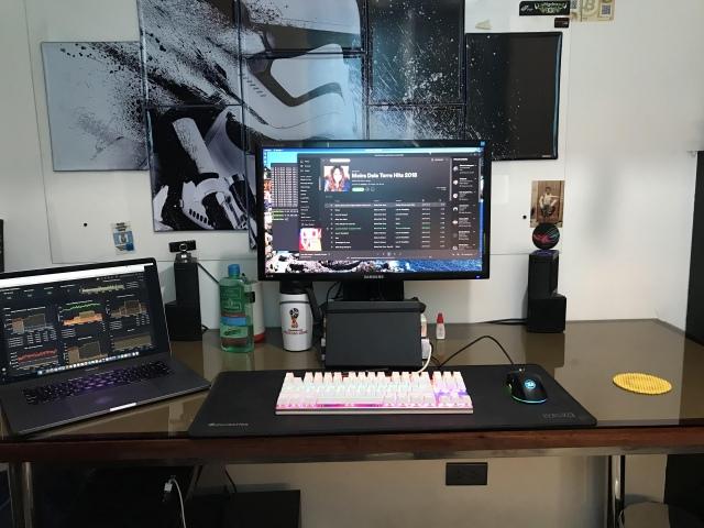 PC_Desk_172_74.jpg
