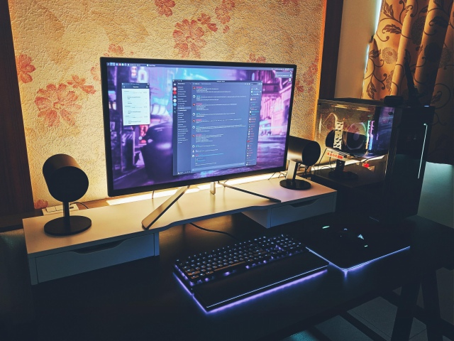 PC_Desk_172_76.jpg