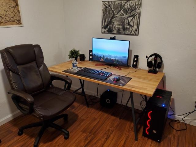 PC_Desk_172_85.jpg
