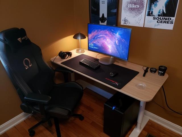 PC_Desk_173_05.jpg
