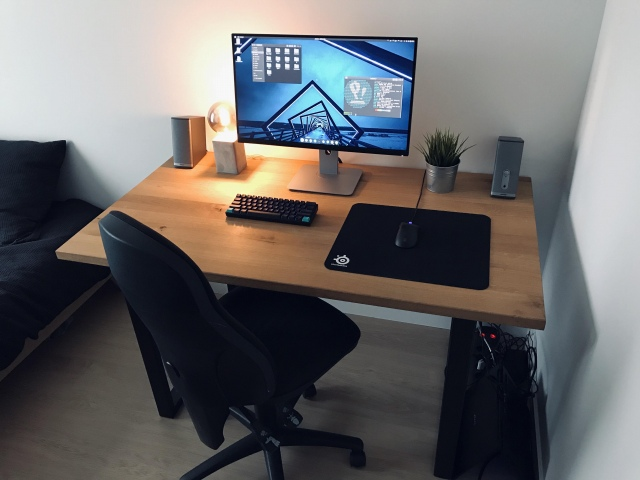 PC_Desk_173_09.jpg