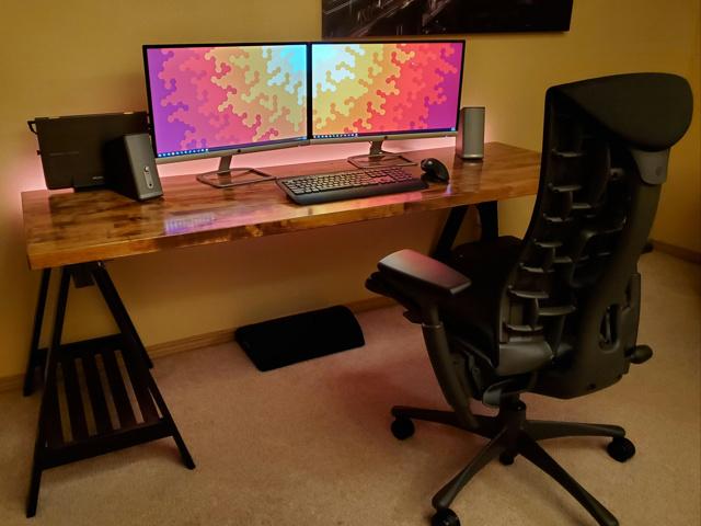PC_Desk_173_15.jpg