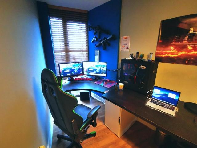 PC_Desk_173_37.jpg
