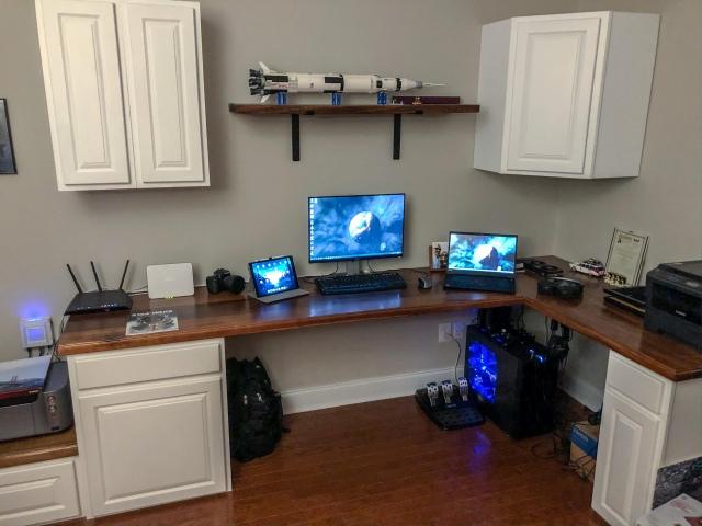 PC_Desk_173_49.jpg