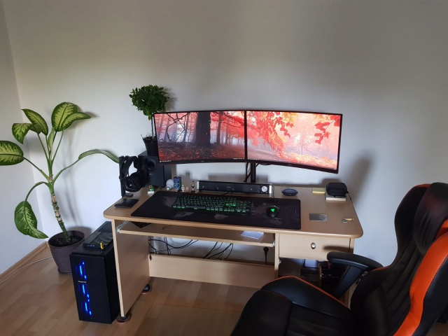 PC_Desk_174_03.jpg