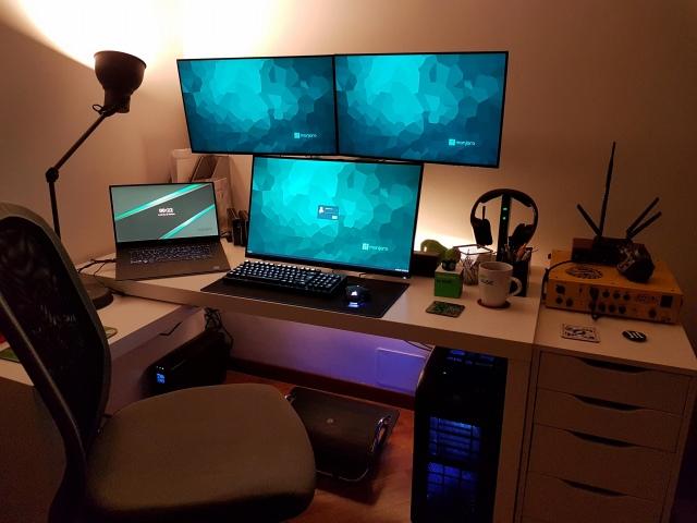 PC_Desk_174_21.jpg