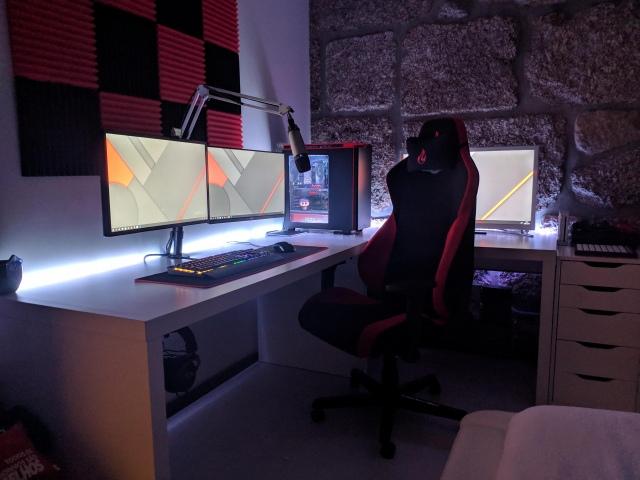 PC_Desk_174_32.jpg