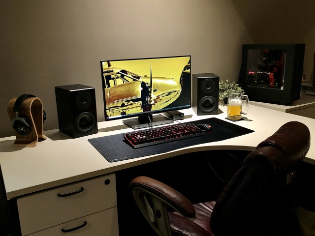PC_Desk_174_69.jpg